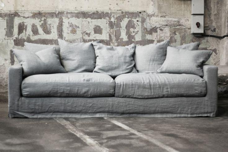 THE SOFAS WE LOVE! Soffan är sedan 1800-talet den möbel vi spenderar mest tid i efter sängen. Älska din soffa! Oscar - Ghost - Belleville - République