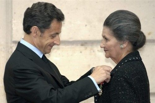 Veil grand officier de la légion d'honneur Sarkozy 29 avril 09.jpg