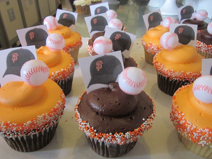 SF Giants World Series cupcakes-so happy for them! #icingonthecakelosgatos