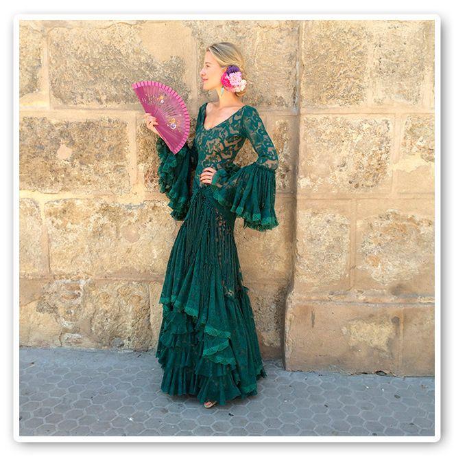 María León con vestido verde de Pepa Garrido en la Feria de Sevilla 2014