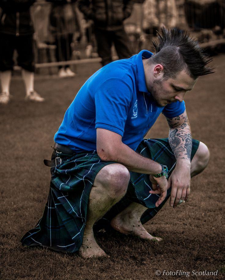 https://flic.kr/p/ywafRb | Backhold Wrestling: Scott Carson prepares for next bout | Cowal Gathering 2015