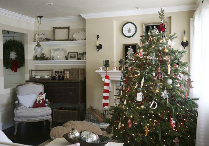 I love her Christmas tree!: House Beautiful, Living Room, Sadie Olive