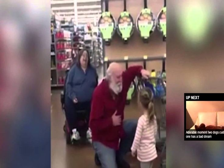 Girl mistakes shopper as Santa and he goes along with it
