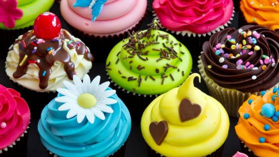 Receitas de cobertura para cupcakes existe aos montes por ai e acabamos sempre ficando nas