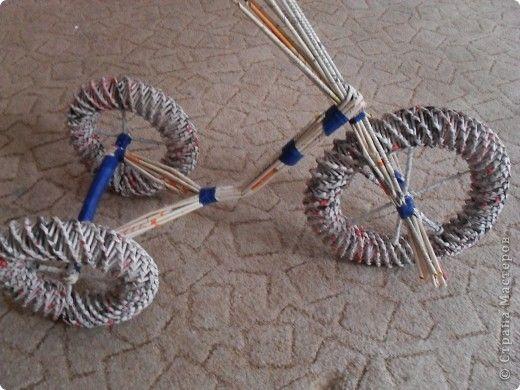 Мастер-класс Моделирование конструирование Плетение Велосипед газетный Часть2 Собираем велосипед Бумага газетная Клей Скотч фото 7
