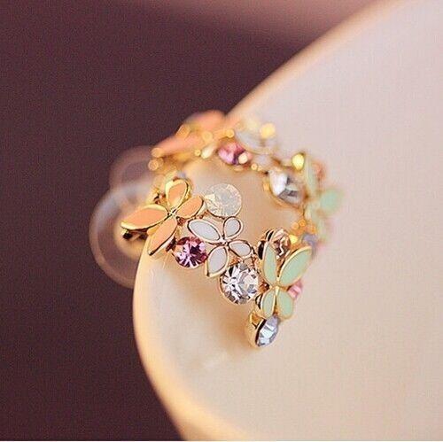 Kristāla auskari ar dekoratīviem elementiem. Ļoti skaisti.  Vairāk; http://www.daimar.lv/veikals/params/category/11958/