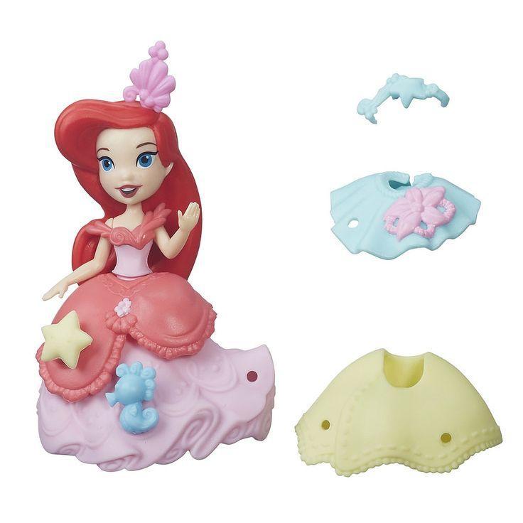 Les fillettes adoreront transformer l'apparence d'Ariel, de sa tenue quotidienne à sa superbe robe de bal! La poupée est offerte avec 2 tenues uniques que les filles peuvent utiliser pour créer d'amusantes combinaisons à la mode.<br> <br>Le plaisir ne s'arrête pas là : les enfants pourront décorer Ariel avec les décos incluses. Ils peuvent même s'amuser à mélanger et à combiner les décos et tenues (vendues séparément) de leur princesse Disney afin de créer leur propre mini…