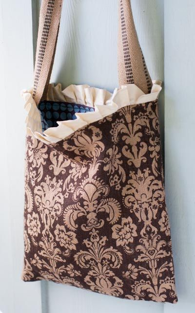 Burlap Tote Tutorial : : Easy Peasy and oh so Cute!