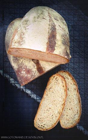 Jeśli należycie do grona osób które samodzielnie wypiekają chleby na zakwasie, a dodatkowo (tak jak ja) jesteście fanami czosnku, dzisiejszy przepis z pewnością