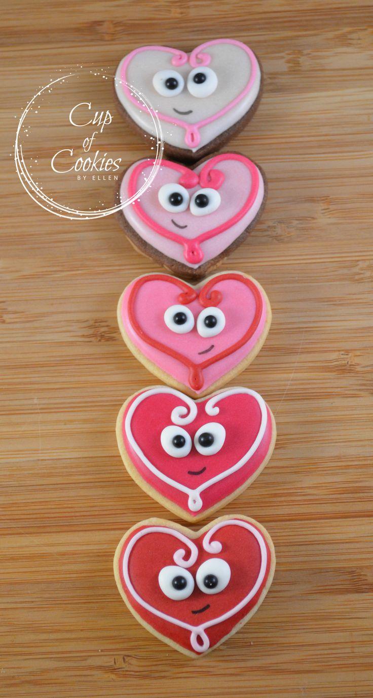 Aren't they cute?! They just melt my heart <3 ;)   #cute #cookies #decoratedcookies #royalicing #koekjes #gedecoreerdekoekjes #love #cookielove #dessert #baking #valentijn #bruiloft #liefde #cupofcookies