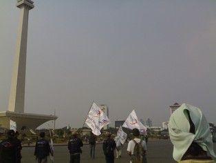 Bersama buruh berselancar ke #Monas dengan modal nafas perjuangan #SalamSolidaritas