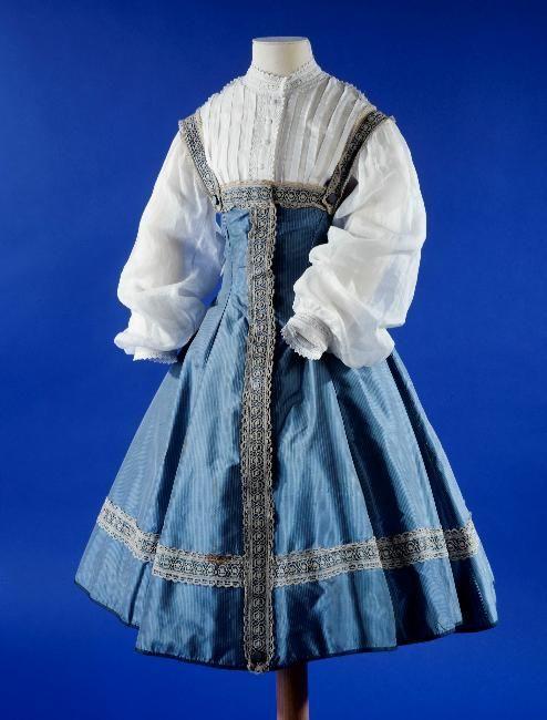 Girl's dress, 1866, at the Palais Galliera