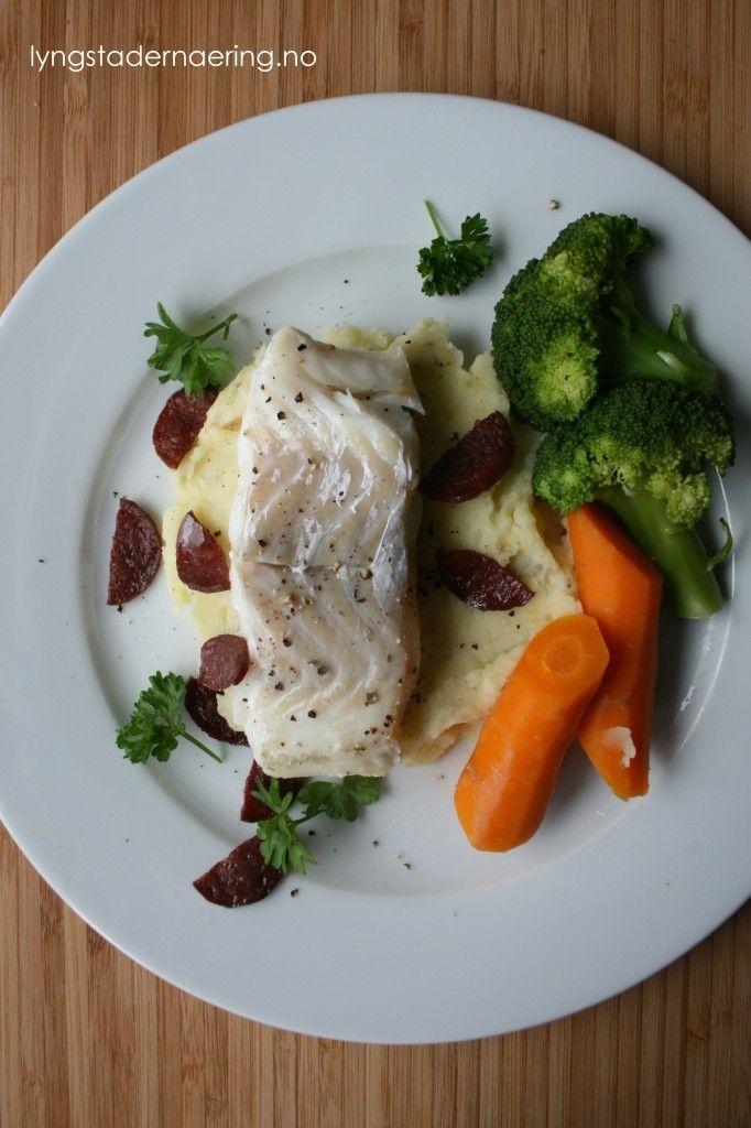 pannestekt-torsk-med-potetmos-og-stekt-strandamor