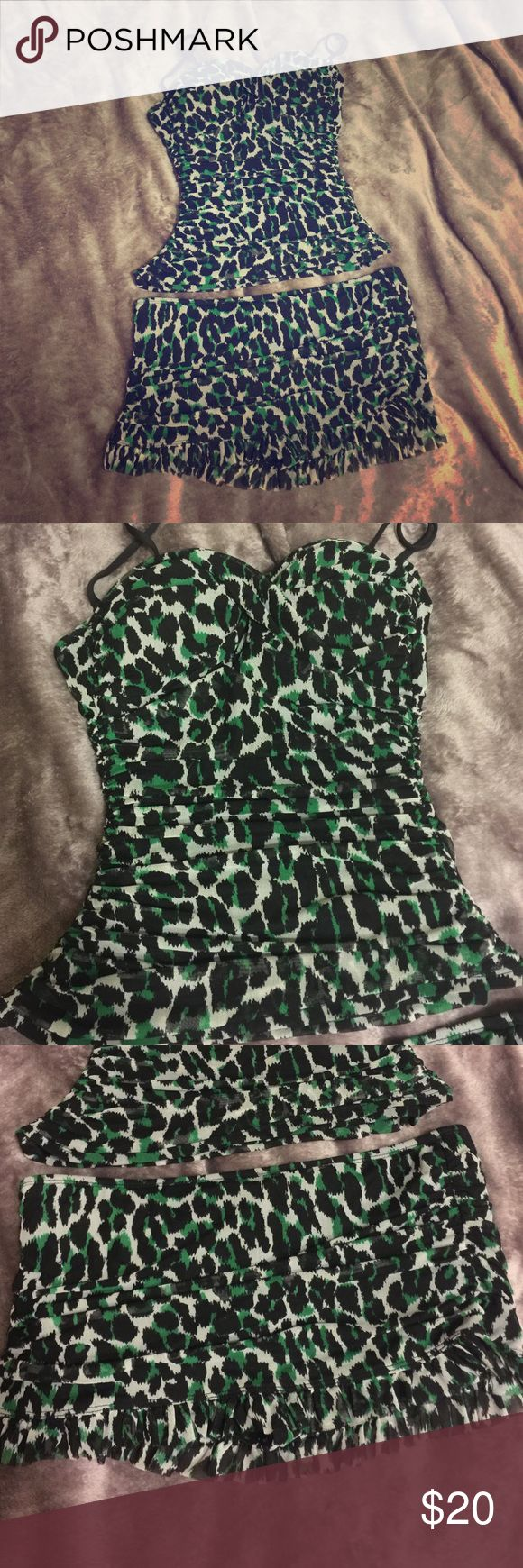 Kenneth Cole Green Black  Leopard Bikini Swimsuit Size 4 Kenneth Cole Swim Tank and Skirt bottoms , great condition, retro style and waist cinching , very flattering Kenneth Cole Swim