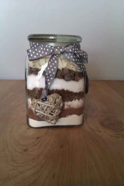 *Brownies in a jar*  Finally, I've made one! Mmmmmmm!!   I hope my friend will love it too. ;-)