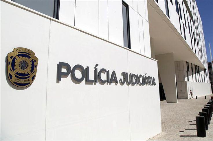 Um gangue de cinco desconhecidos encapuzados fez explodir, esta quinta-feira de madrugada, uma caixa Multibanco, no Murtal, Parede, e fugiu com alguns milhares de euros.