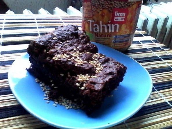 Veganistische brownies met chocolade/sesam/banaan