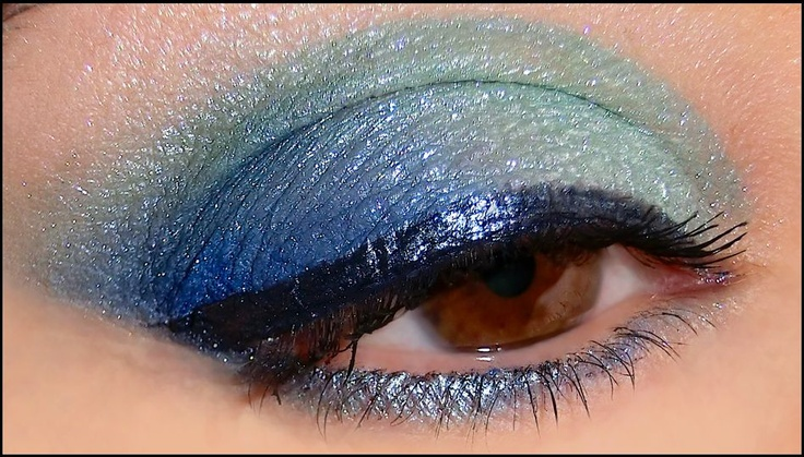 Another image of sea inspired Aleguaras look