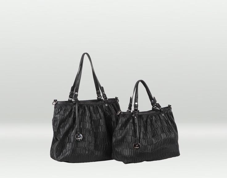 Vulcano, la shopper capiente nera, disponibile anche in bianco, beige, ghiaccio, nero e rosso