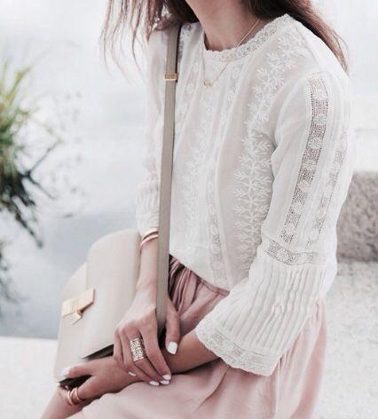 Los tonos nudes son la clave. Combina tus prendas con complementos finos y delicados.