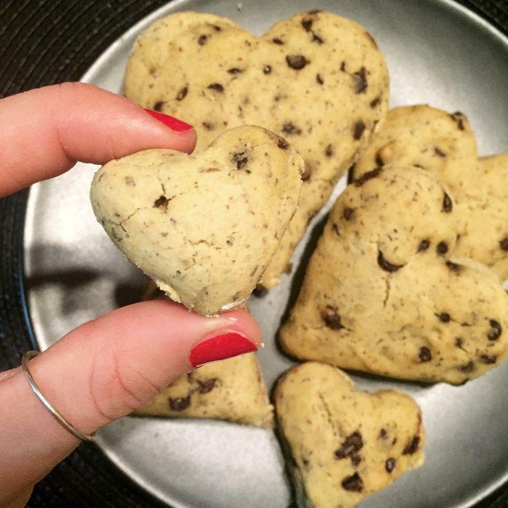 Hearts cookies di mia produzione senza burro, uova e zucchero con gocce di cioccolato extrafondente <3 #heartscoockies #healthychoise