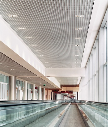 Messe Muenchen International Airport, Munich Germany. Obermeyer Planen + Beraten. Open Cell Ceiling by Hunter Douglas Contract. #ceiling #airport #architecture