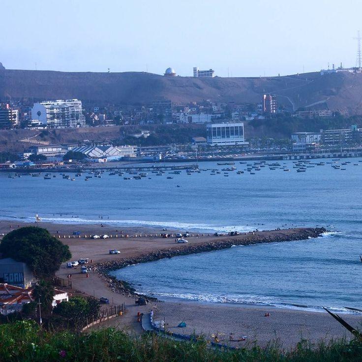 Vista del océano desde Barranco Lima Perú #playa #seashore #Lima #instalike #instamood #instadaily #instahub #instapic #instafoto #foto #photographer #photooftheday #picoftheday #fotografosdeCaracas #fotografosdeVenezuela #igers #zeuscronos