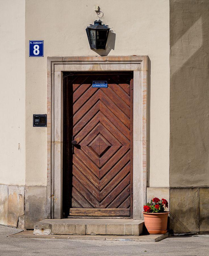 https://flic.kr/p/BQvZb7 | Wooden door with flower pot, Warsaw | A wooden corner door with a flower pot in Warsaw, Poland