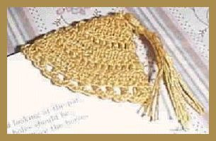 Free crocheted corner bookmark pattern to make a small triangular bookmark from cotton crochet thread.