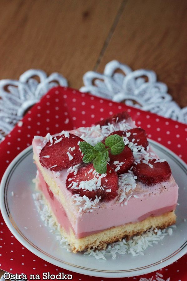 ciasto truskawkowe , pianka truskawkowa , ciasto na kisielu , kisielowe z truskawkami , biszkopt z owocami , ciasto ptasie mleczko , ostra na slodko 2xxx