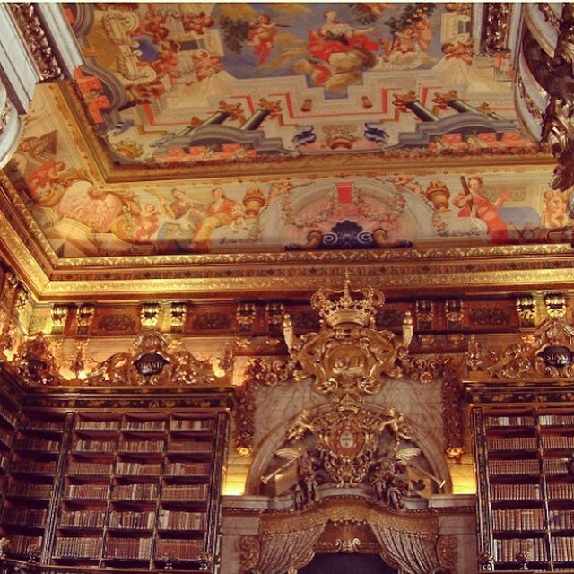 One of the most spectacular #libraries in the World: #biblioteca Joanina on #Coimbra. #VisitPortugal #FatimaPortugal #CentralPortugal #CentroPortugal #destinations #luxury #vacation #FatimaHotel www.hoteldg.com