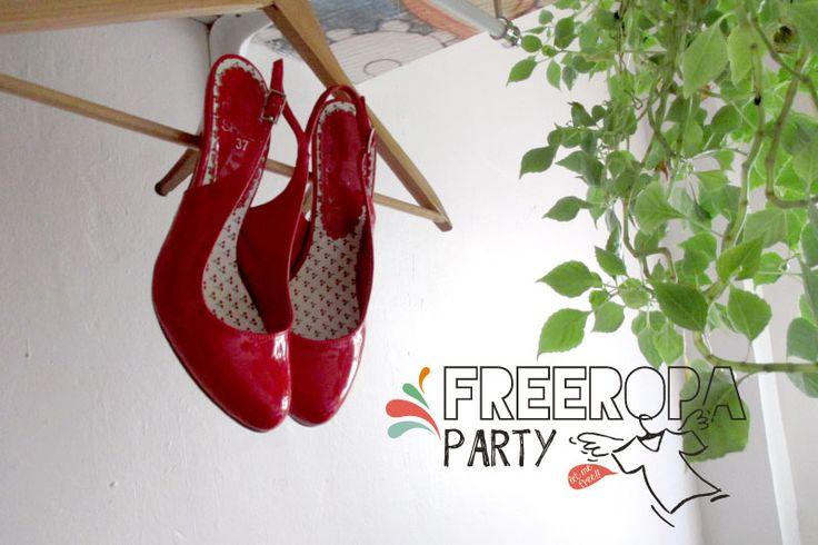 Free Ropa Party para dejar volar la ropa que ya no usas. Unos zapatos...
