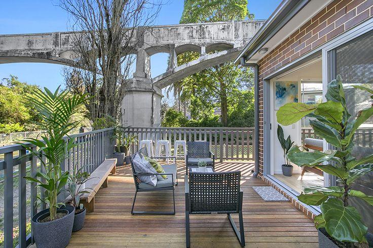 Gorgeous big deck. Outside living. Spotted gum deck. Colorbond basalt balustrade