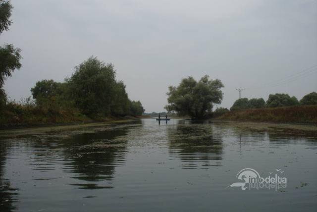 Canalul Stipoc (Delta Dunarii): Se poate ajunge atat cu barca cat si cu masina pe un drum de pamant/nisip. http://www.info-delta.ro/pescuit-18/pescuit/canalul-stipoc-127.html