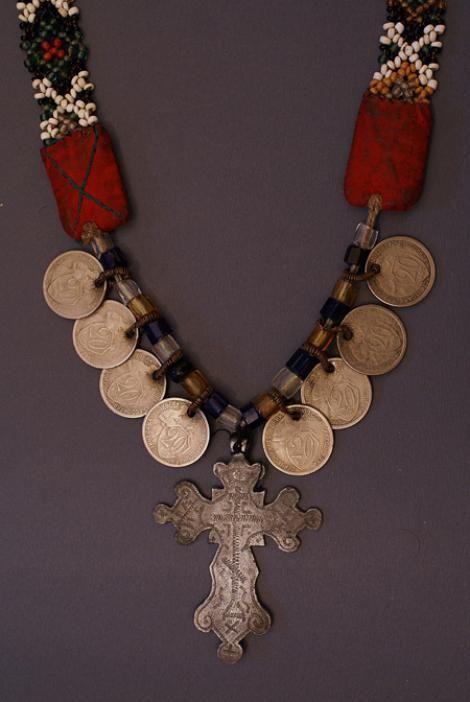 Крест на цепи. Крест: латунь, литье. Мордва-мокша. Мордовская АССР, Зубово-Полянский р-н