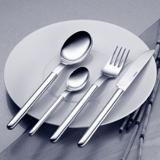 Oval by Mono was designed by Prof Peter Raacke in 1959. Intended for those who appreciate modern design, Oval is the epitome of perfect craftsmanship, clarity of design and quality of material. The cutlery is not only a beautiful pattern, but also very functional. The cutlery has heavy handles which add to the comfort of the pattern. Oval is a luxury cutlery set but without any excessive decoration.