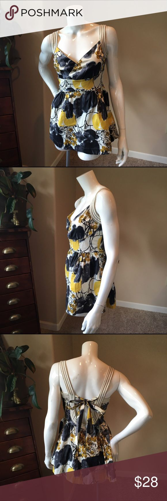 Viola Anthro 10 yellow floral pretty top Viola Anthropologie 10 yellow floral pretty top, lovely little top perfect to wear with skinny jeans and heels. Yellow floral perfect for spring. Measurements will be posted soon. Anthropologie Tops Blouses
