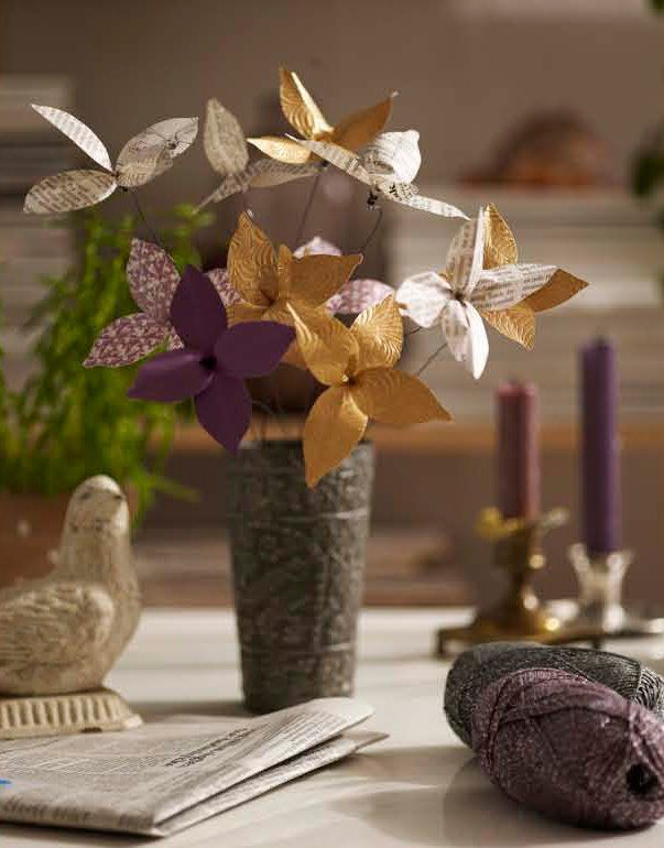 Make your own newpaper bouquet, simple and beautiful. #http://ruki-duki.blogspot.com/2009/02/tutorial-for-newspaper-flowers.html