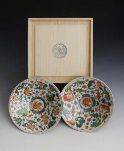 """""""Bocce dipinte"""" di Roger Law. Un Paio di ciotole in porcellana dipinta e la Loro scatola di legno. 6,5 Centimetri x 21 centimetri"""
