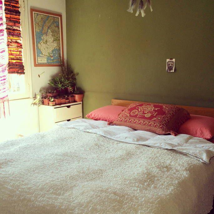 Échale un vistazo a este increíble alojamiento de Airbnb: Cozy and light, facing the Hill - Departamentos en alquiler en Santiago