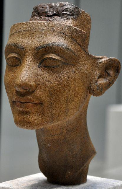 Statuenkopf einer Amarna-Königin / Head of a statue of a Amarna queen
