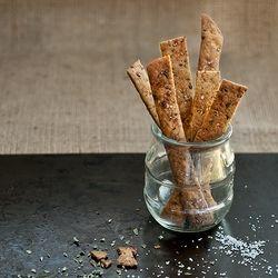 Crunchy Paleo Crackers by EvaMuerdeLaManzana