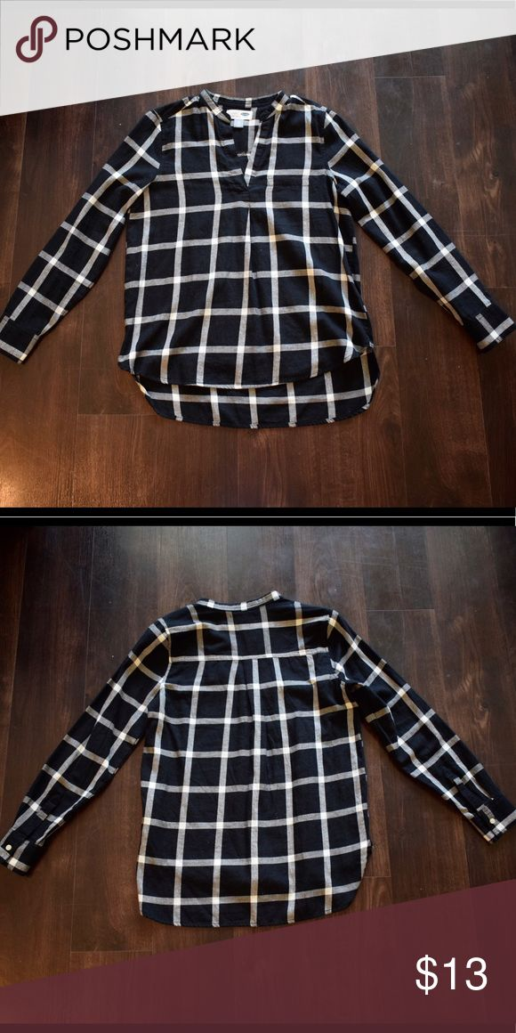 Black and white checkered popover top Black and white large print checkered popover flannel top Old Navy Tops