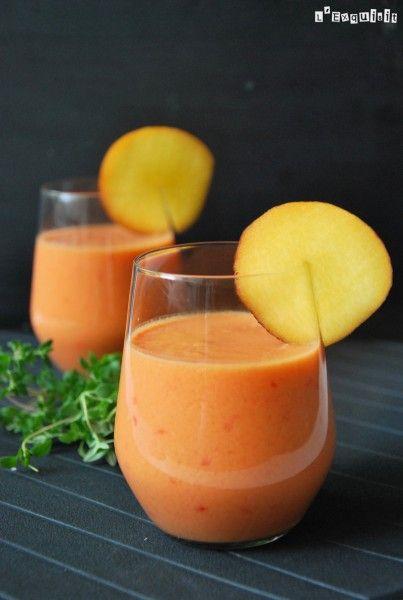 Gazpacho de melocotón 500 grs de melocotón (sin piel ni hueso), 500 grs de tomate, 1/2 pimiento verde, 1 cebolla, 1/2 diente de ajo, 30 ml de vinagre de jerez ( o manzana) 50 ml de aceite de oliva, sal.