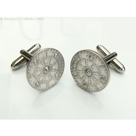 Highlanders Shield (Polished) Cufflinks - Imported directly from the maker in Scotland these cufflinks are quite unique.  Made from polished pewter they have been designed into the shape of a Highlanders shield.  If you enjoy wearing the kilt or want something that is different then look no further.