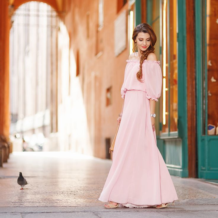 Bologna for one day in a long pastel pink dress today on my blog: http://themysteriousgirl.ro/2016/08/bolognas-finestrella/