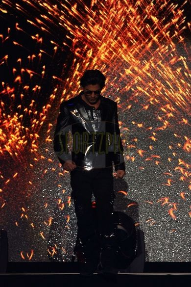 Shah Rukh Khan entering #IPLGalaNight #Style #Bollywood #Fashion #Handsome #IPL