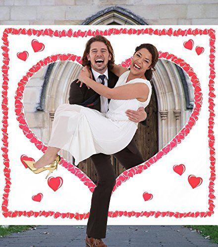 Das Hochzeitsherz zum Ausschneiden für das Brautpaar ist ein tolles Hochzeitsspiel. Das Brautpaar schneidet das Herz aus und die Braut wird durchgetragen.