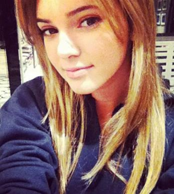 Kendall a blonde???
