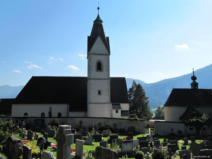 Durch eine Urkunde vom 16. Mai 1023 ist belegt, dass Kaiser Heinrich II. dem Frauenkloster Göß Grundstücke in Tragöß schenkte. Ob damals schon ein erster Sakralbau errichtet wurde, ist nicht belegt.